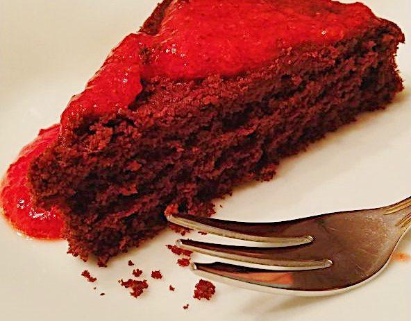 Gâteau au chocolat Diablotin sans gluten et coulis de fraises