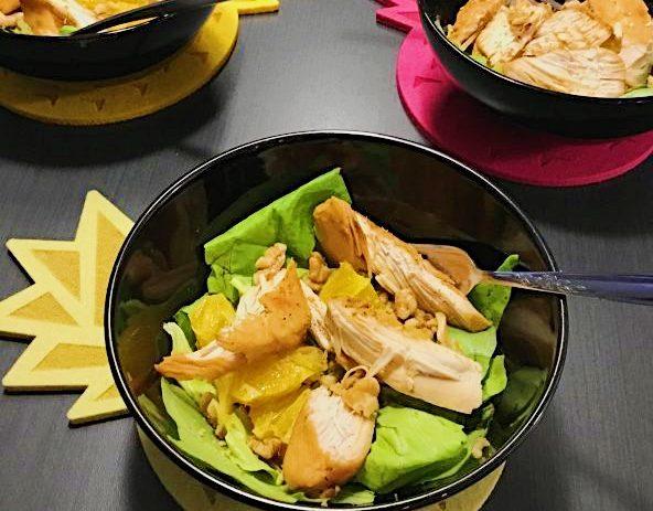 Salade Boston au poulet à l'orange et noix de Grenoble