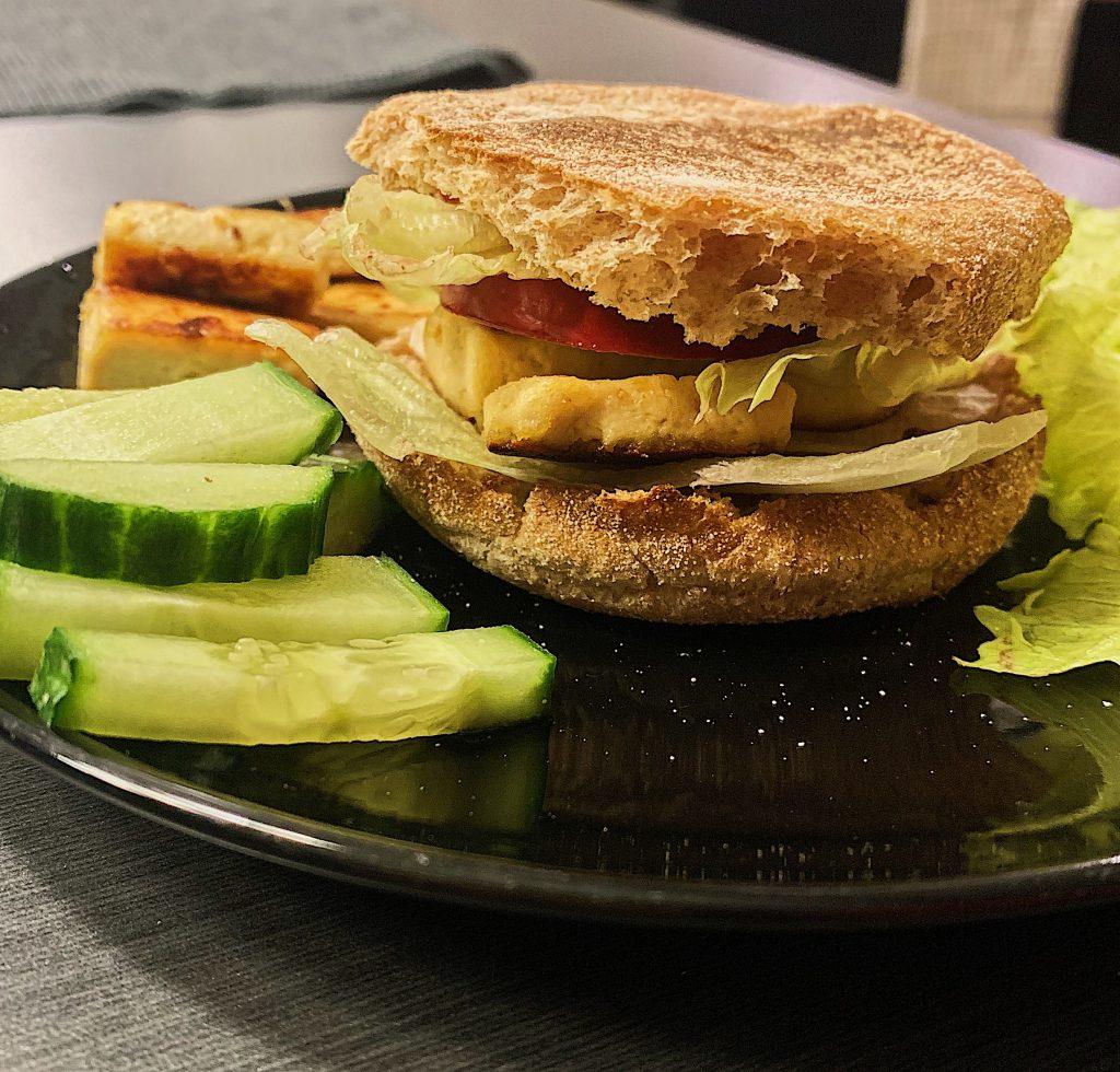 Sandwich de tofu grillé