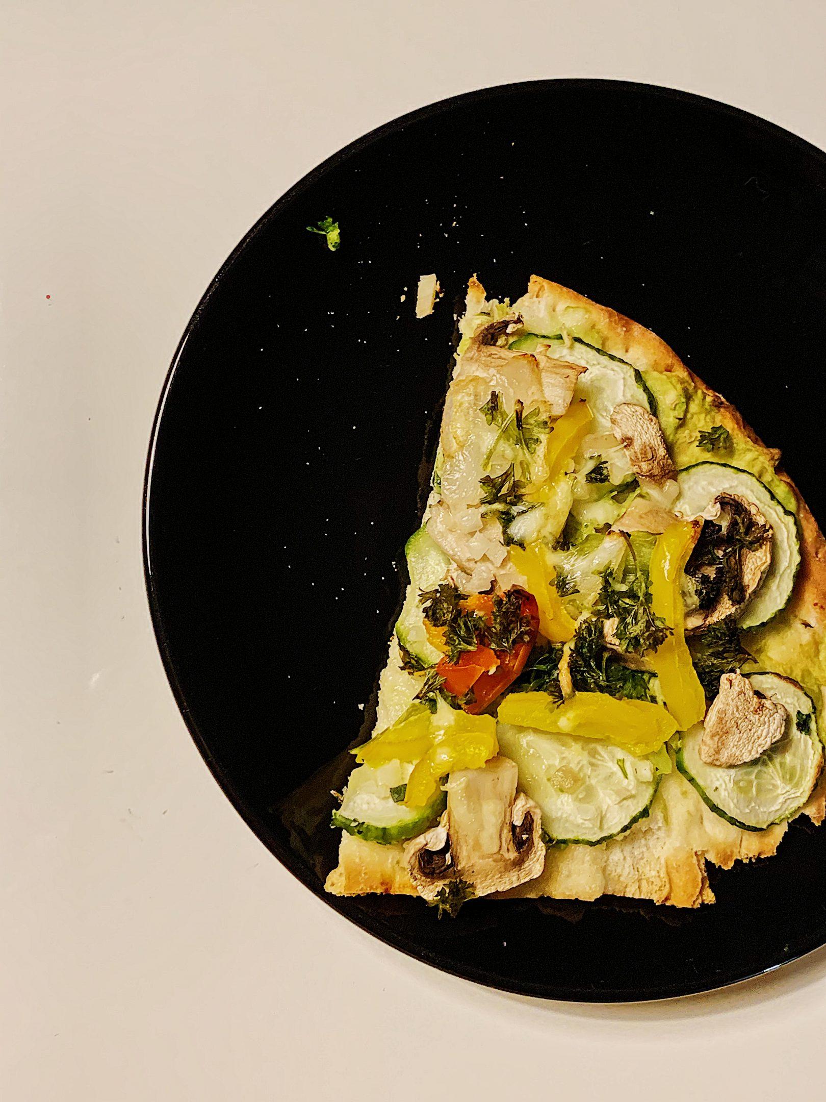 Pizza végétarienne sur pain naan