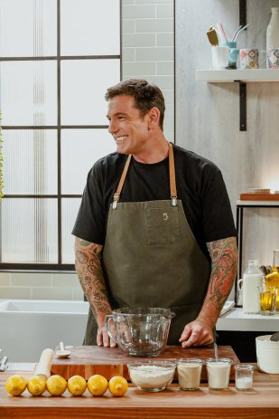 5 chefs dans ma cuisine (Chuck Hughes)