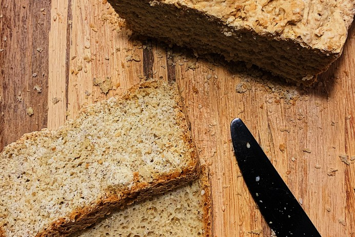 Pain sans gluten au sésame