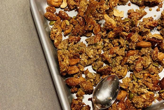 Granola aux noix et fruits séchés