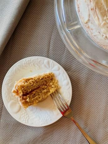 Gâteau blanc et glaçage à l'érable